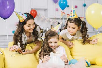 Feliz aniversário, Sobrinha; Felicite com Carinho!